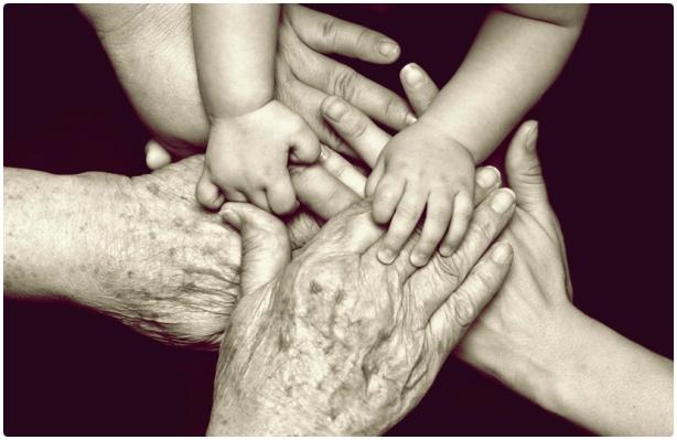 manos abuelamadrehija